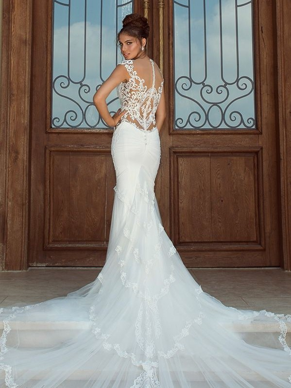 galia-lahav-2014-fiona-wedding-dress-dramatic-train-illusion-back